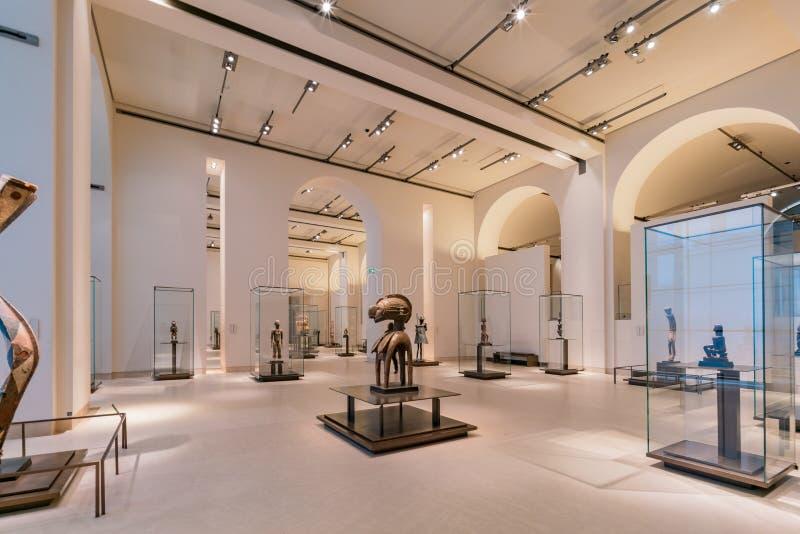 Vue intérieure du musée célèbre de Louvre à Paris photographie stock