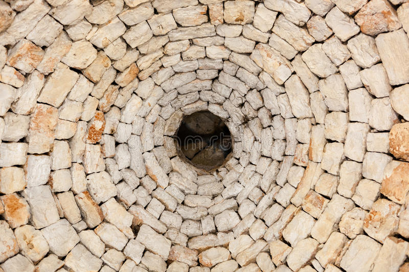 Vue intérieure du seul toit original d'un trullo dans Alberobel photos stock