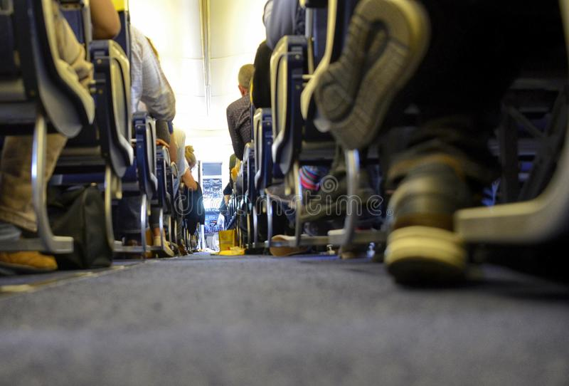 Vue interne du vol de Ryanair ? l'a?roport de Londres Stansted photo stock