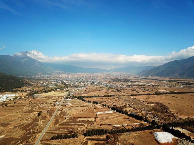 Vue Jade Dragon Snow Mountain d'oiseau en hiver photos libres de droits