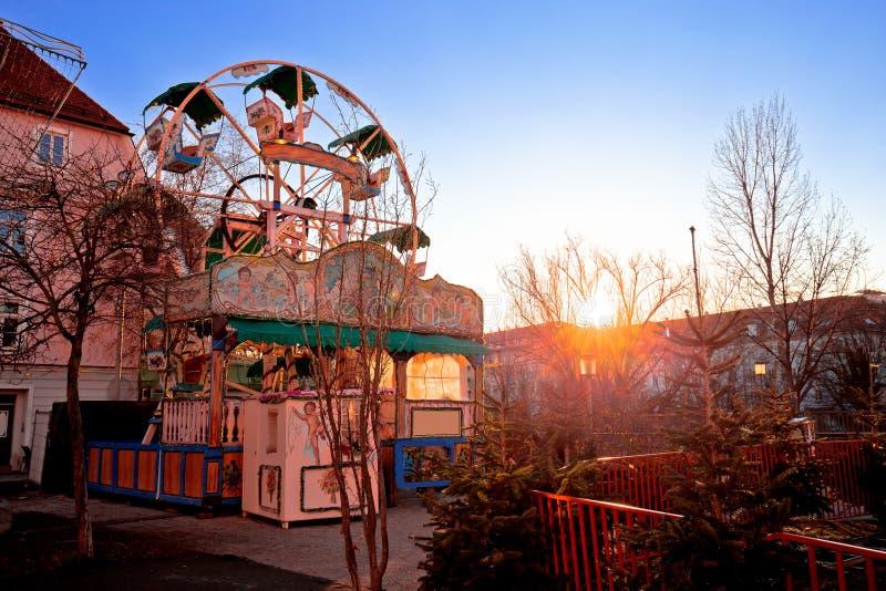 Vue juste de coucher du soleil de roue de ferris de Noël de Graz photographie stock