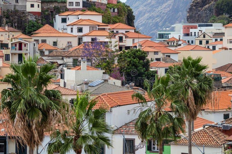 Vue ? la ville Camara de Lobos sur l'?le Mad?re, Portugal image stock