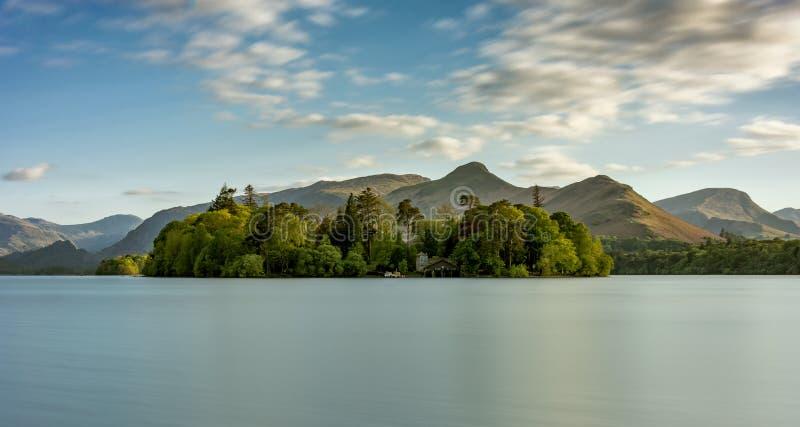 Vue large de Derwentwater dans le secteur de lac photo stock