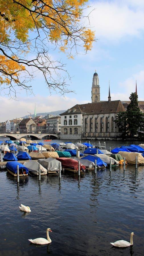 Vue latérale de panorama de rivière à Zurich Suisse photos libres de droits
