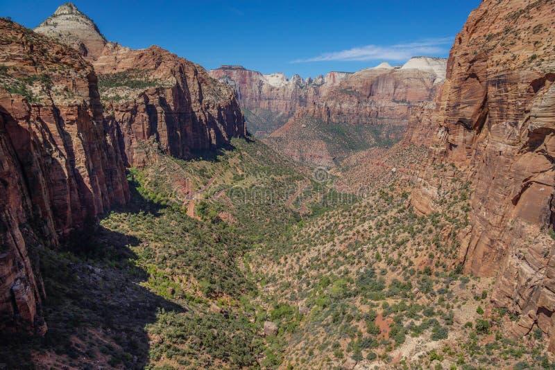 Vue lointaine en canyon Utah de zion images stock