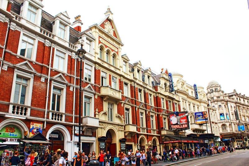 Vue Londres R-U d'avenue de Shaftesbury photos stock