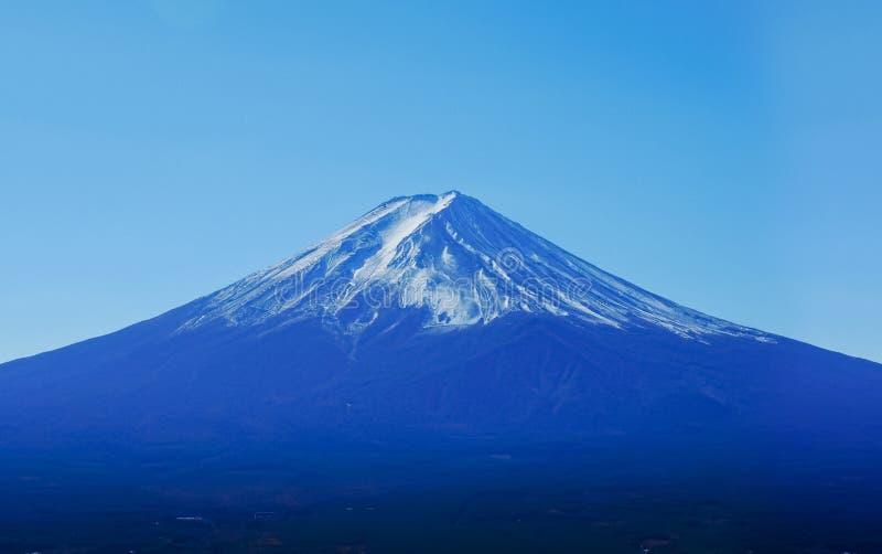Vue lumineuse de montagne de Fuji photographie stock libre de droits