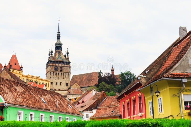 Vue médiévale de rue dans Sighisoara, Roumanie photo libre de droits