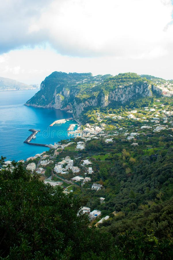Vue méditerranéenne de Capri photos libres de droits