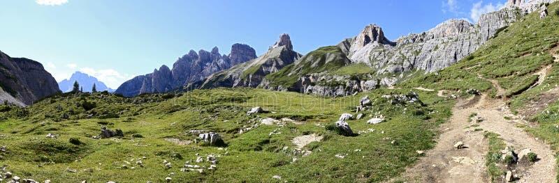 Vue merveilleuse des dolomites - Trentino Alto Adige sur le national photographie stock libre de droits