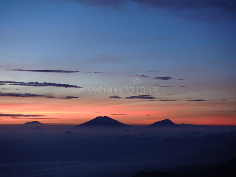 Vue Misty Morning de lever de soleil de Bukit Cinta photos stock