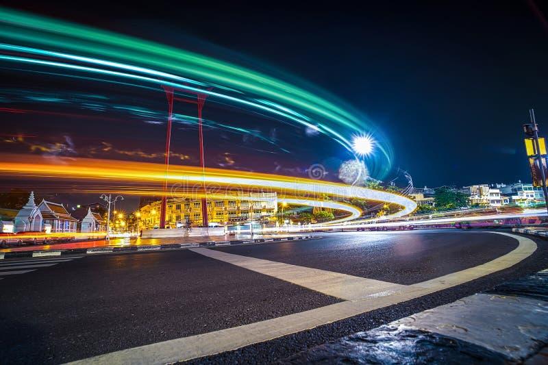 Vue nocturne sur le site de Giant Swing qui est l'ancienne attraction touristique de Bangkok photo stock