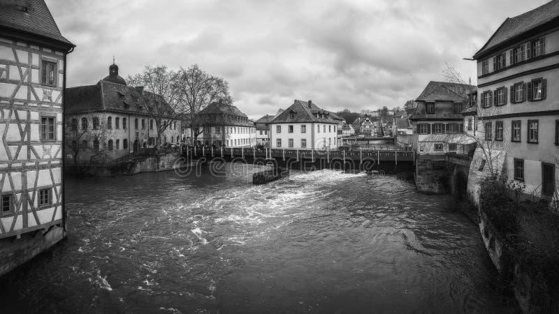 Vue noire et blanche de panorama sur la rivière Pegnitz à Nuremberg photos libres de droits