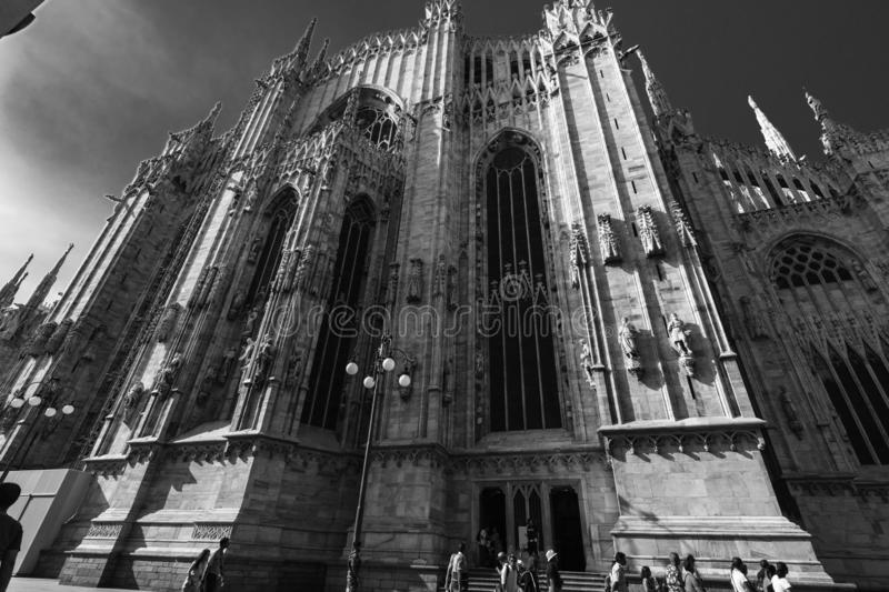 Vue noire et blanche du côté de Milan Cathedral Duomo, Italie photo libre de droits
