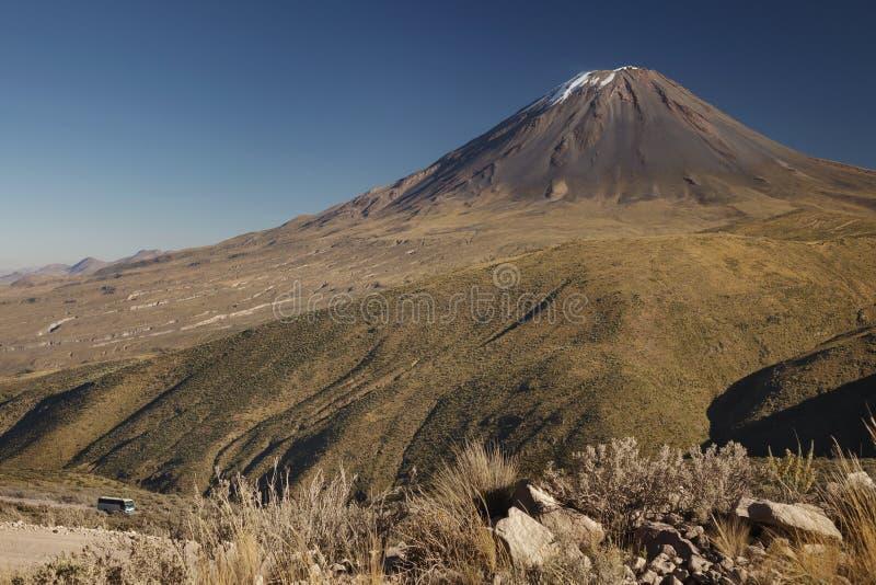 Vue non typique de volcan actif Misti photo libre de droits