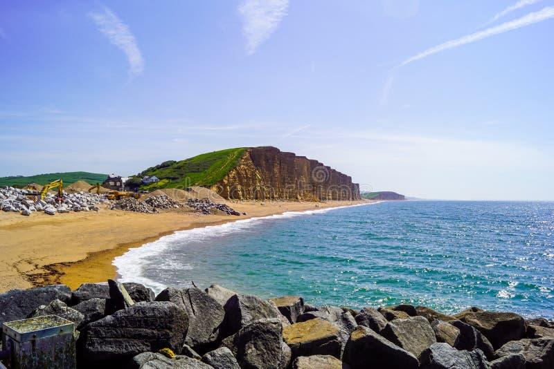 Vue occidentale de falaise de baie se tenant sur des roches photographie stock