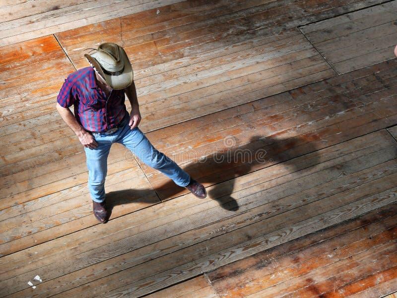 Vue occidentale traditionnelle de danseur de musique folk d'homme simple d'effet ci-dessus de dynamisme de tache floue images libres de droits