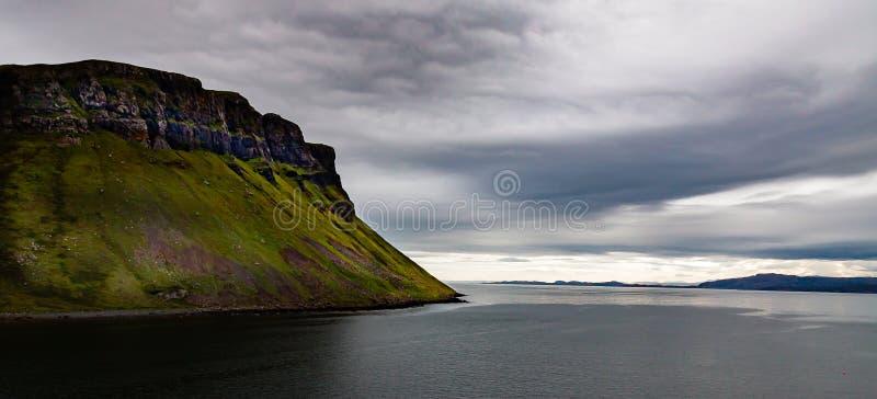 Vue orageuse de l'île du ciel images libres de droits