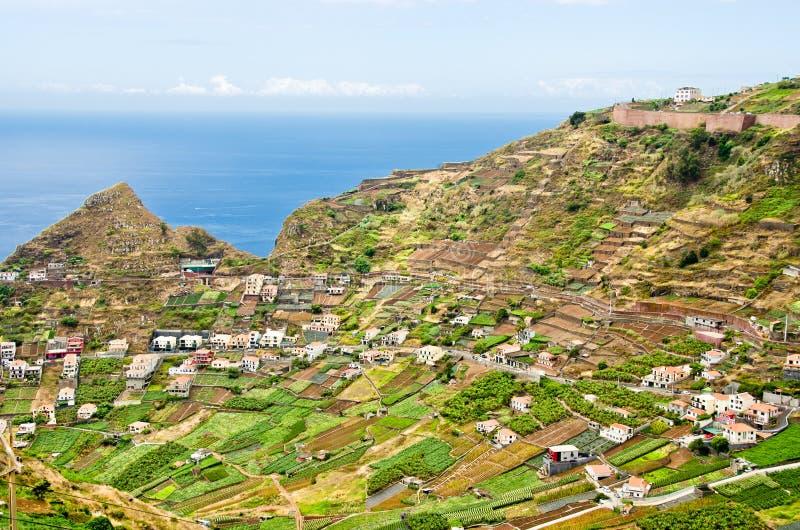 Vue ouverte à travers les paysages uniques de montagne dans les terrasses en la Madère, Portugal, l'Europe photo stock