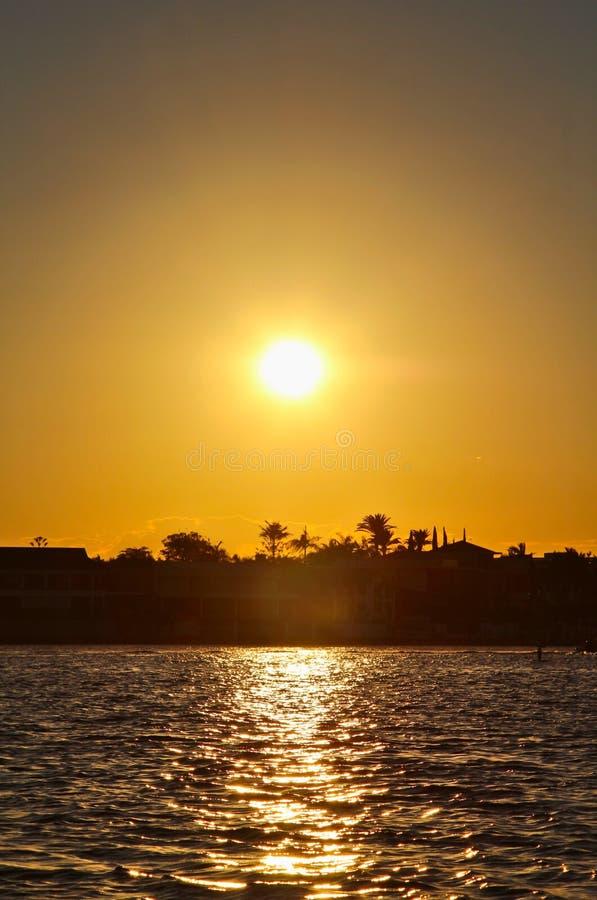 Vue paisible de mer au crépuscule photo stock