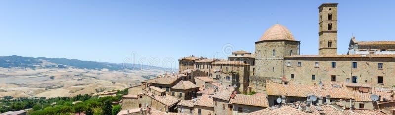 Vue panoramique à la vieille ville de Volterra sur l'Italie images libres de droits