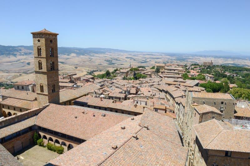 Vue panoramique à la vieille ville de Volterra sur l'Italie photographie stock