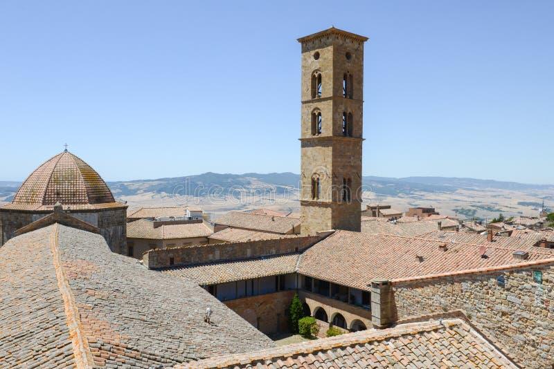 Vue panoramique à la vieille ville de Volterra sur l'Italie image libre de droits