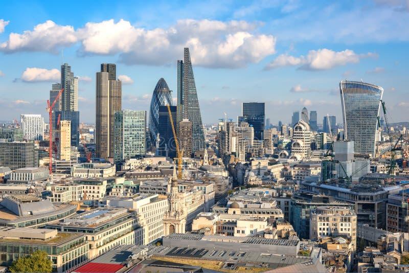 Vue panoramique à la ville de Londres de cathédrale de St Paul images libres de droits