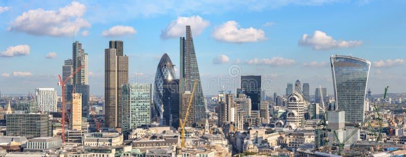 Vue panoramique à la ville de Londres de cathédrale de St Paul photographie stock libre de droits