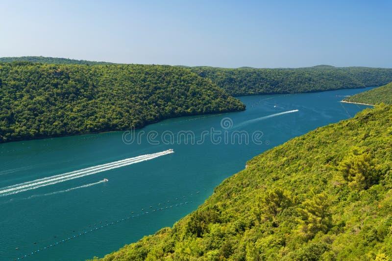 Vue panoramique époustouflante sur le canal et la vallée de Lim Limska en Croatie images stock