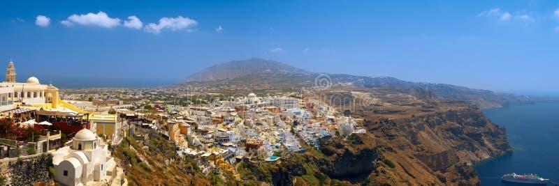 Vue panoramique étonnante de Thira photographie stock
