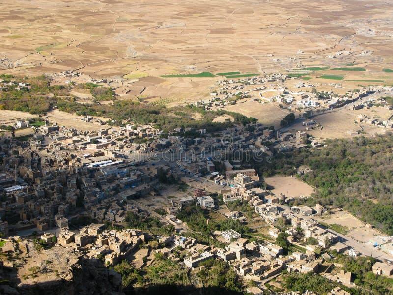Vue panoramique aérienne à la forteresse de Shibam et à la vieille ville au Yémen photos libres de droits