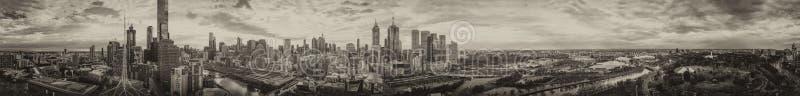 Vue panoramique aérienne d'horizon de Melbourne au crépuscule, Australie images libres de droits