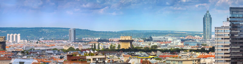 Vue panoramique aérienne de la capitale australienne Vienne. Jour du soleil d'été, petits cumulus nuages dans le ciel bleu photographie stock libre de droits