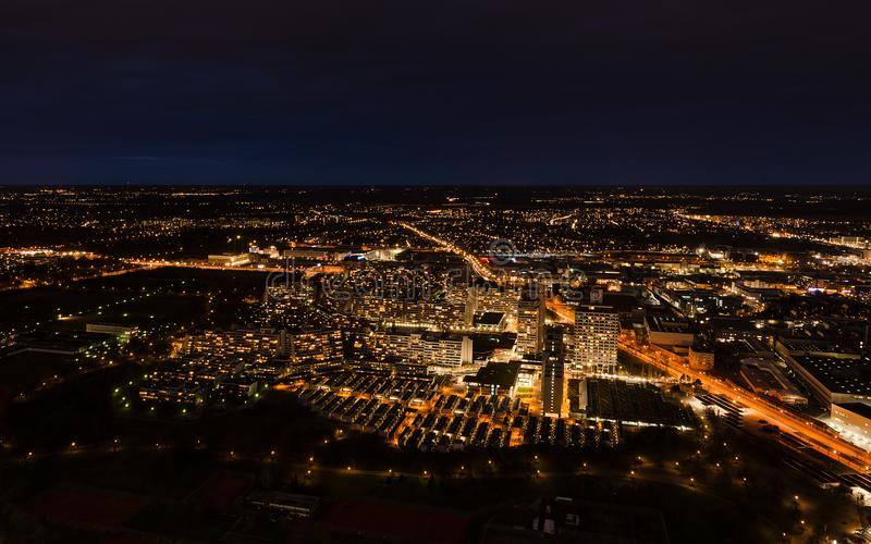 Vue panoramique aérienne de paysage urbain de nuit Munich photo stock