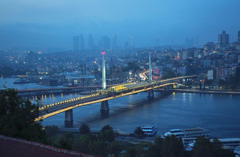 Vue panoramique aérienne de pont en métro de Halic photos stock