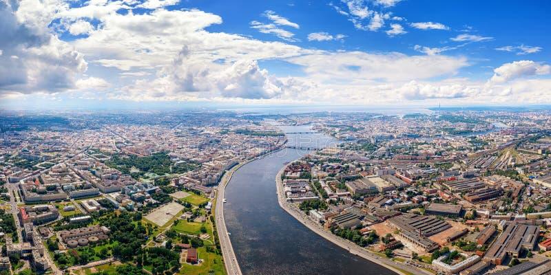 Vue panoramique aérienne de rivière de Neva dans le St Petersbourg, Russie photographie stock