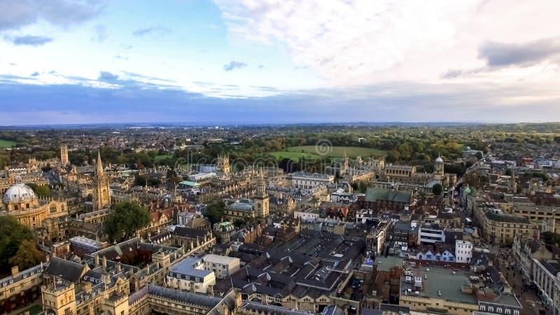 Vue panoramique aérienne de ville et d'université d'Oxford image stock