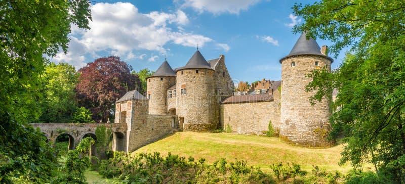 Vue panoramique au château de Corroy le Chateau dans la province de Namur - la Belgique photographie stock libre de droits