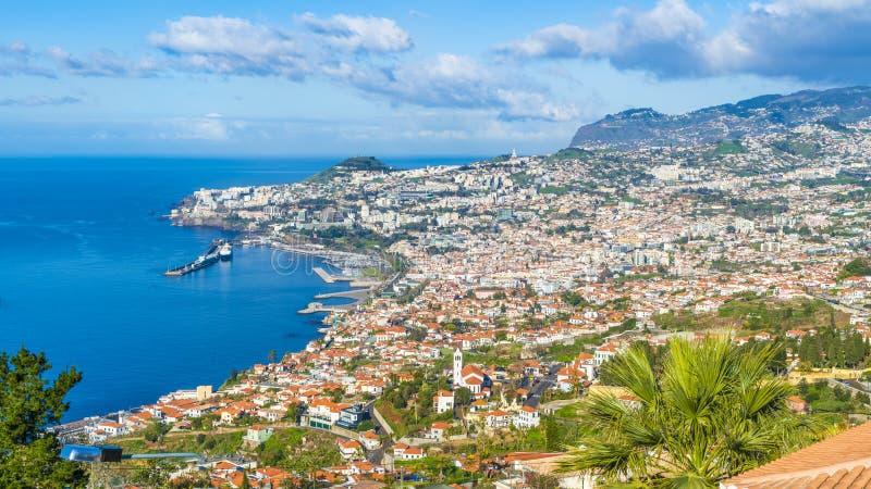 Vue panoramique au-dessus de Funchal, de Miradouro DAS Neves, île de la Madère, Portuga images libres de droits