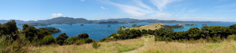Vue panoramique au-dessus de la baie des îles, Nouvelle-Zélande, NZ d'Urupuka photographie stock libre de droits