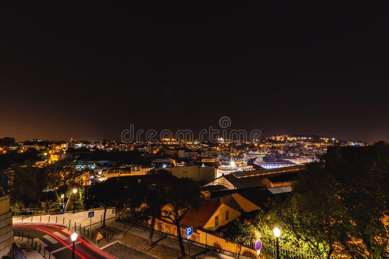Vue panoramique au-dessus de Lisbonne la nuit image libre de droits