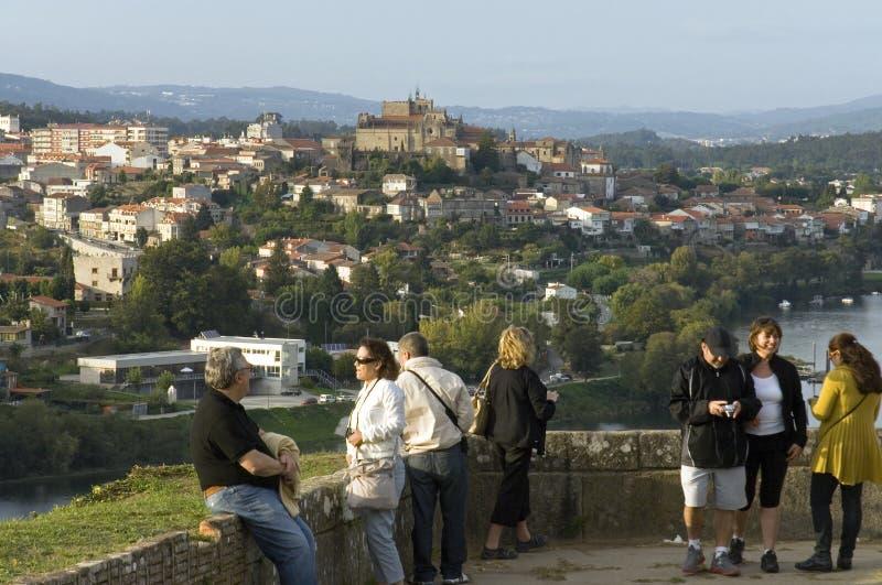 Vue panoramique au-dessus de ville espagnole Tui du Portugal photo libre de droits