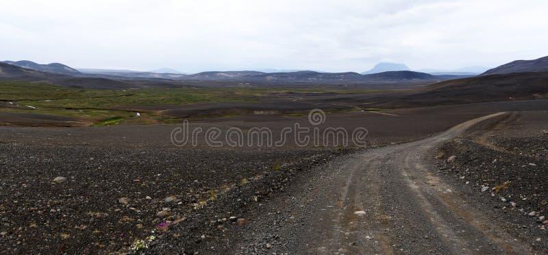 Vue panoramique au paysage sauvage de désert de la route Islande oriental d'Austurleid photos stock