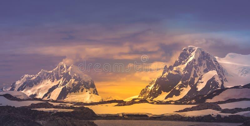 Vue panoramique Crêtes de montagne antarctiques photos libres de droits