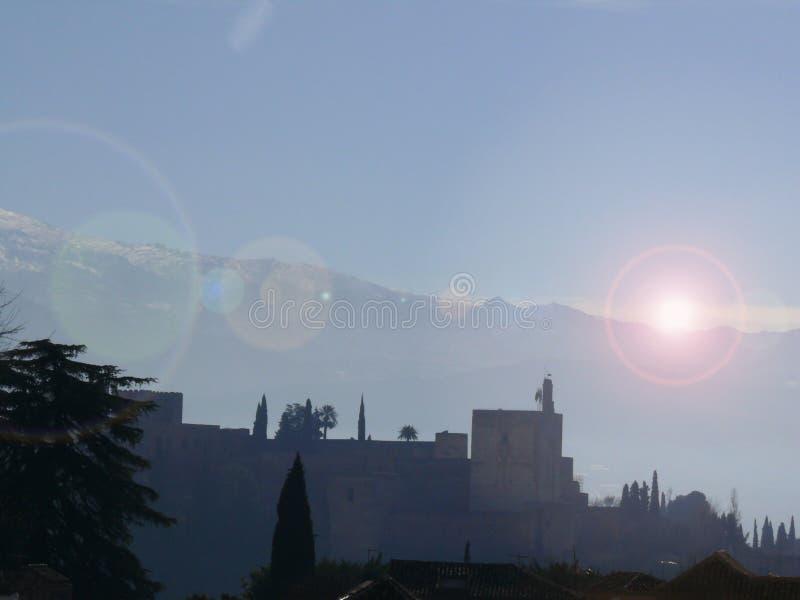 Vue panoramique d'Alhambra et de montagnes images libres de droits