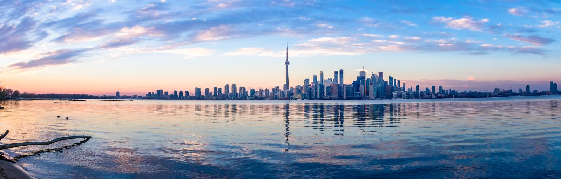 Vue panoramique d'horizon de Toronto et de lac ontario - Toronto, Ontario, Canada images libres de droits