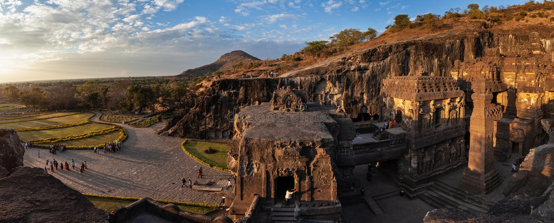 Vue panoramique d'un complexe de temple d'Ellora Caves et de Kailasa photos stock