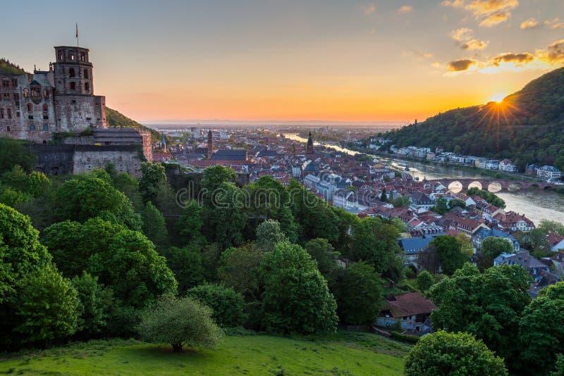 Vue panoramique de belle ville médiévale Heidelberg comprenant C photos libres de droits