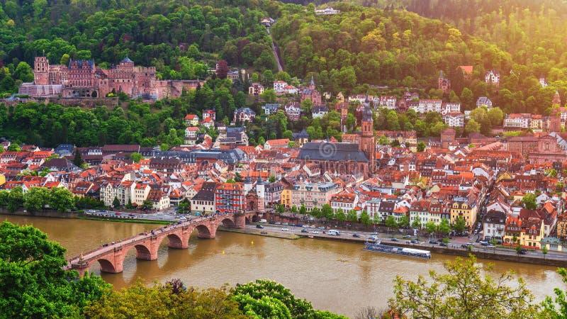 Vue panoramique de belle ville médiévale Heidelberg comprenant C image stock